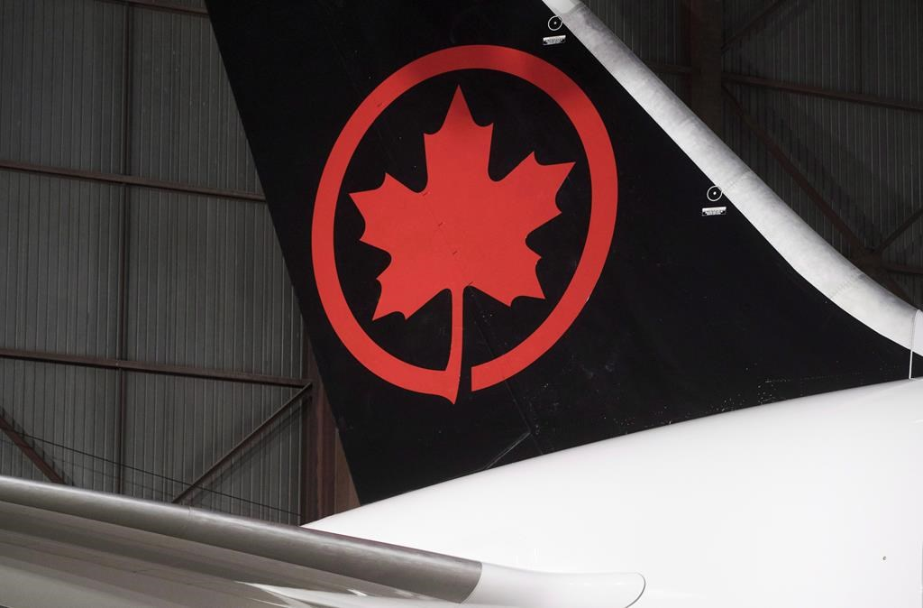 Air Canada adjusted earnings soar above estimate, revenue up in each