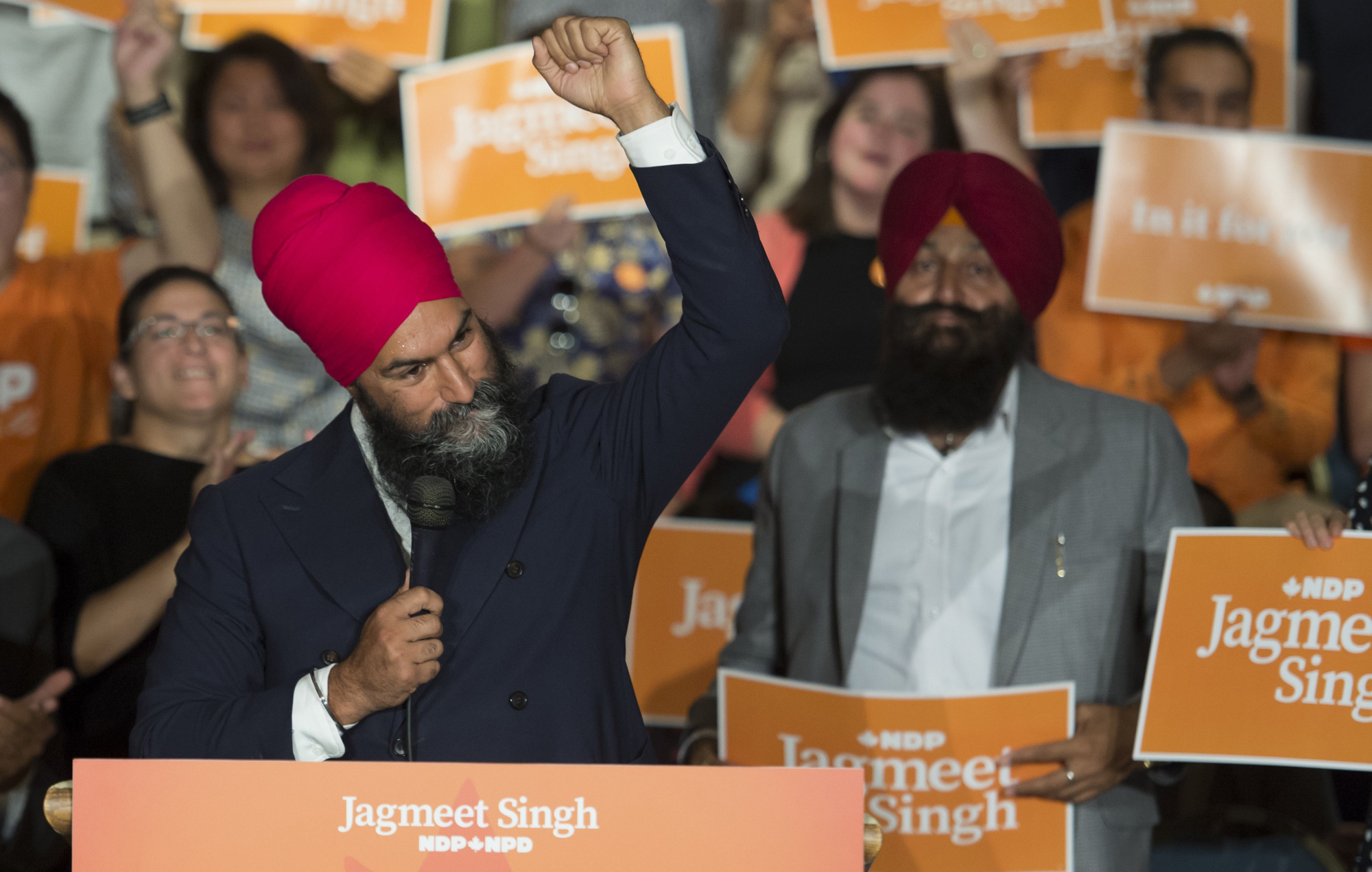 Is the NDP collapsing just as election season begins?